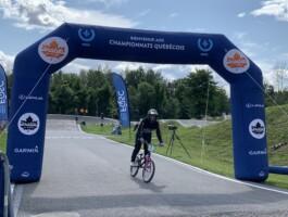 L'arche de l'arrivée des Championnats québécois