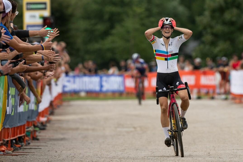 Maghalie Rochette devient la première Québécoise à remporter une manche de la Coupe du monde de cyclocross UCI