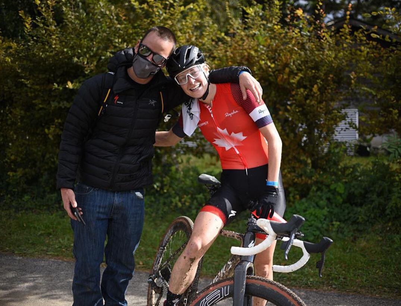 Maghalie Rochette fête sa victoire avec son entraîneur David Gagnon.