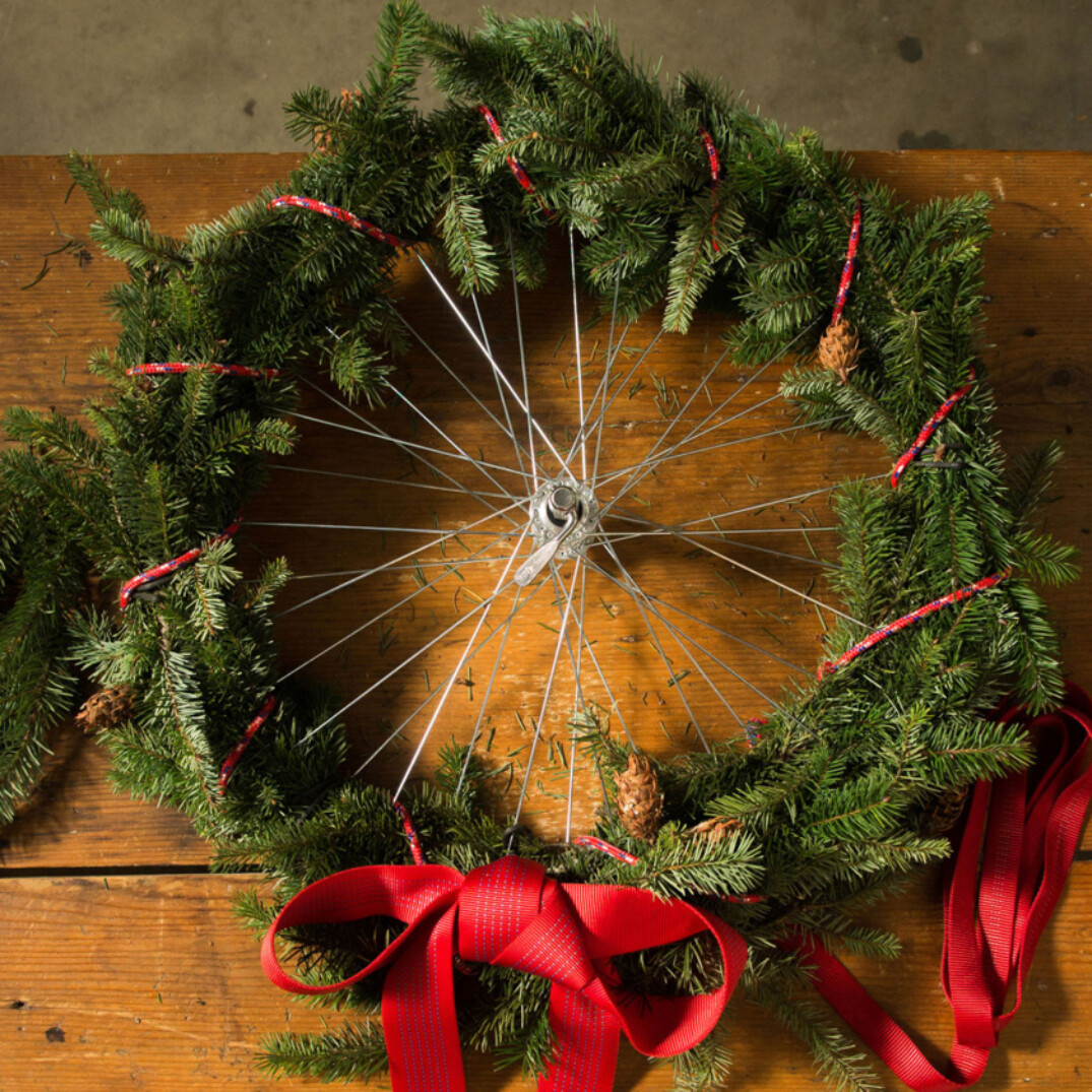 De3085185 28 Facebook Bike Wheel Wreath Hack 1200