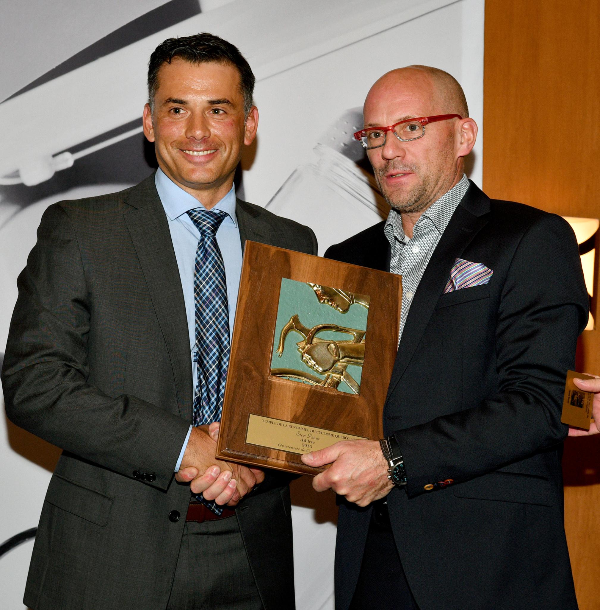 Steve Rover et Sylvain Leroux, représentant de Canadian Tire