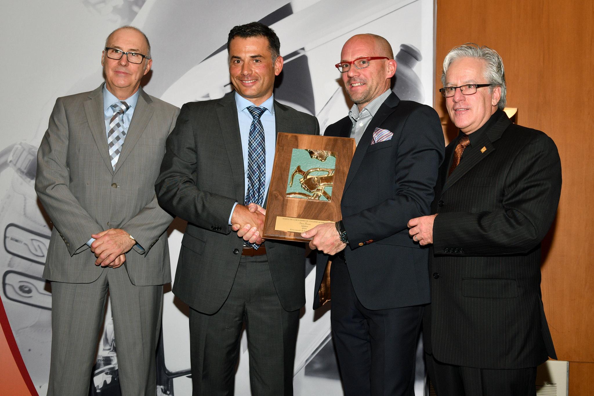 Steve Rover accompagné de (gauche à droite) : Gilles Durand, Sylvain Leroux et André Michaud