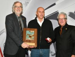 Eric Van den Eynde accompagné de Pierre Blanchard (gauche) et André Michaud (droite)