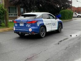 La Lexus Qui Supervise Le Peloton Lors Du Criterium