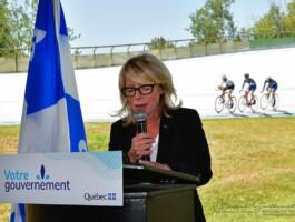 La ministre du Tourisme du Québec, Mme Caroline Proulx, annonce un investissement de près de 2 M$ pour le vélodrome intérieur de Bromont