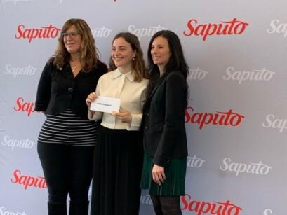 Adèle Desgagnés a reçu une bourse mardi matin, au Centre Nutrilait.