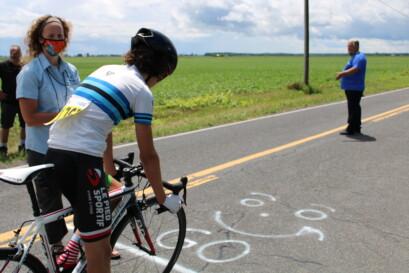 Un coureur avec son maillot de champion québécois en titre.