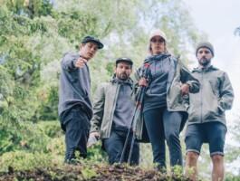 Tristan Lemire avec les membres de Commencal Muc-Off.