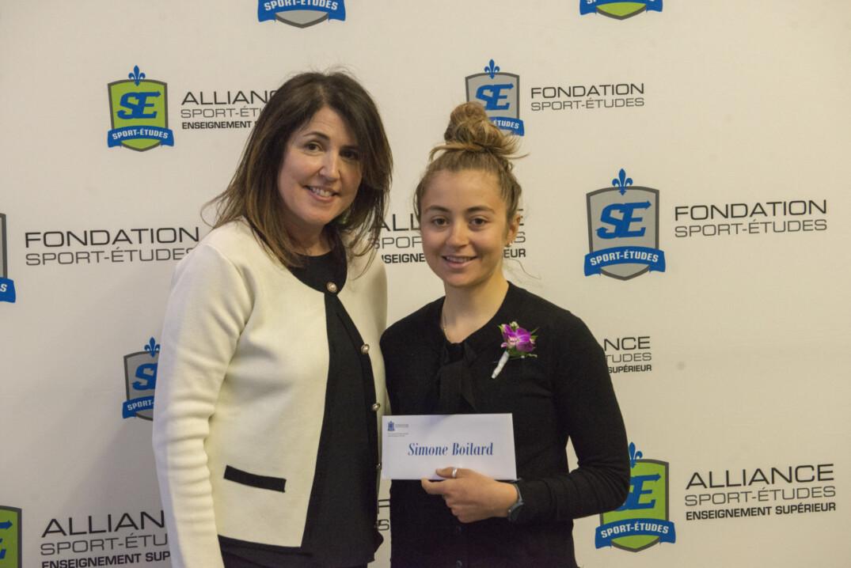 Simone Boilard reçoit une bourse de 2500$