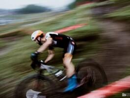 Quand les athlètes roulent trop vite pour la lentille