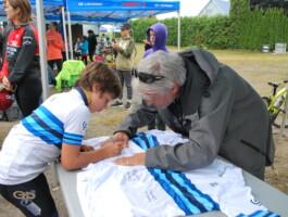 Vincent-Xavier Veilleux signe le maillot officiel des Championnats québécois