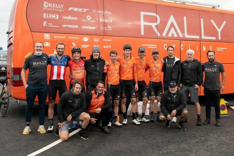 Nickolas Zukowsky et les membres de son équipe présents lors du Tour de Grande-Bretagne.