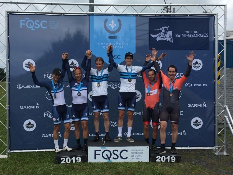 Le podium chez les tandems masculins aux Championnats québécois élites/para (contre-la-montre)