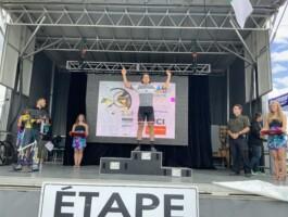 U17M Matisse Julien met la main sur le maillot du Tour de la Relève 2019